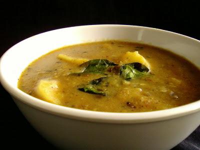 Bangaladumpa Pindi Miriyam ( Potato and Pepper Stew )