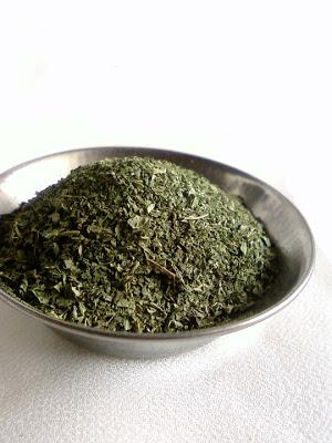 Homemade Dried Mint Powder