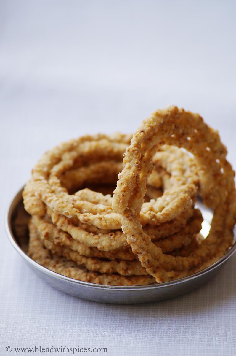 Sakinalu recipe traditional telangana recipes for makara sankranti telangana sakinalu recipe video how to make chakinalu traditional sankranti recipes forumfinder Images