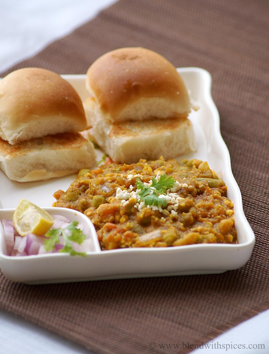 paneer pav bhaji served with buttered pavs and onion lemon slices