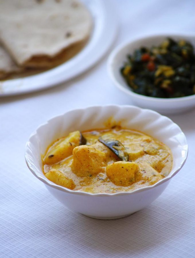Aloo Ka Rassawala Shaak Recipe – Rajasthani Style Potato Yogurt Curry Recipe
