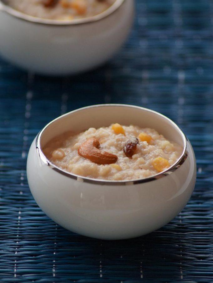 Godhuma Rava Pongali Recipe – Wheat Rava Jaggery Pongal – Varalakshmi Vratham Naivedyam Recipes
