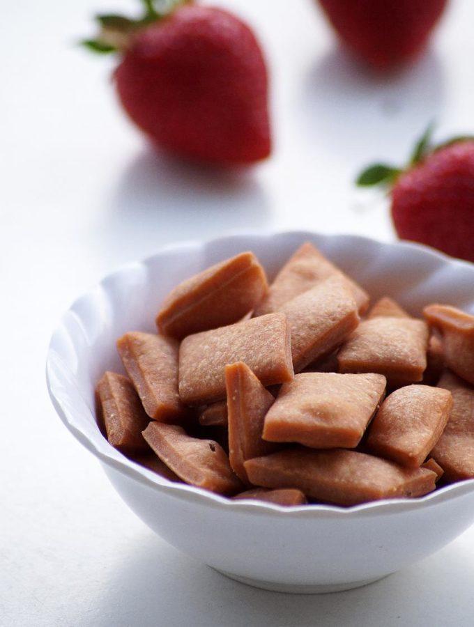 Strawberry Shankarpali Recipe – How to make Strawberry Shakarpara Recipe – Holi Special Recipe
