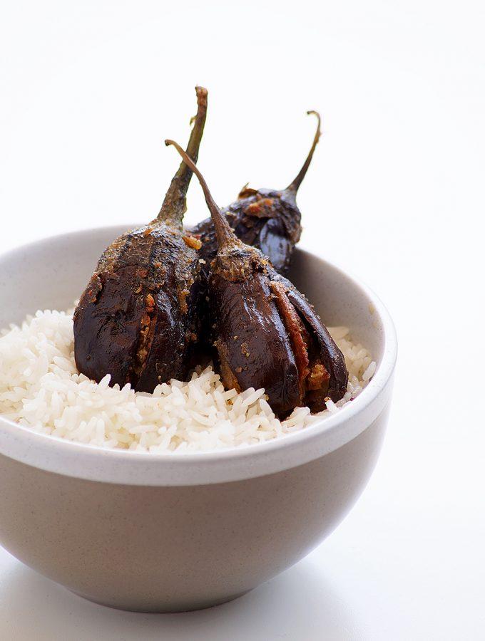Besan Coconut Stuffed Brinjal Recipe – Andhra Gutti Vankaya with Senagapindi Kobbari