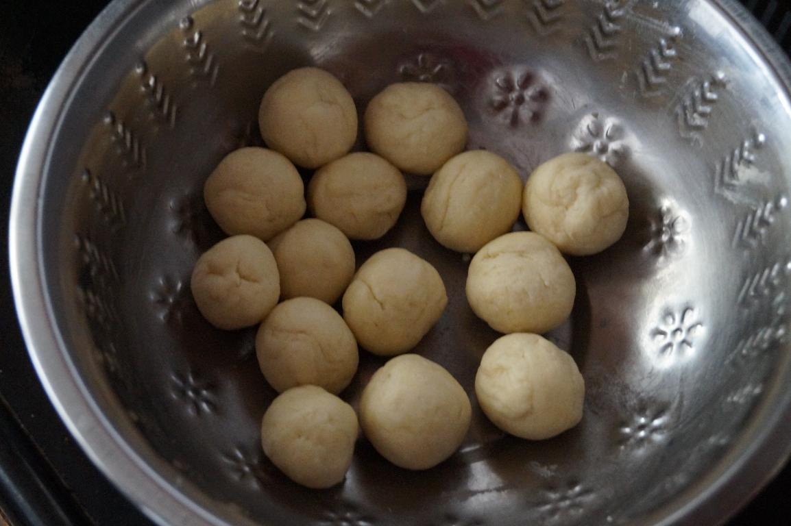 easy indian sweets recipes with mawa, makkan peda arcot recipe