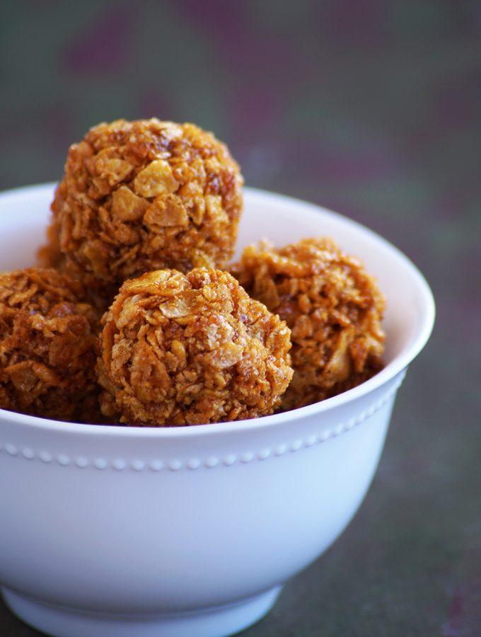 Corn Flakes Jaggery Laddu Recipe