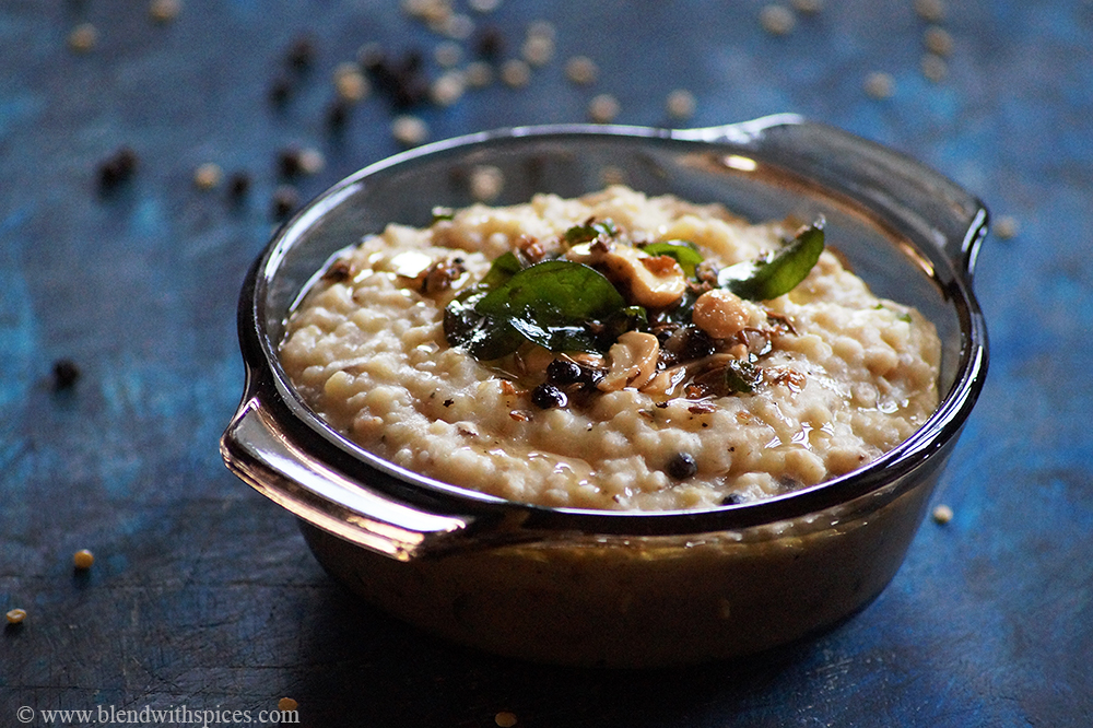 South Indian style oats pongal garnished with spices