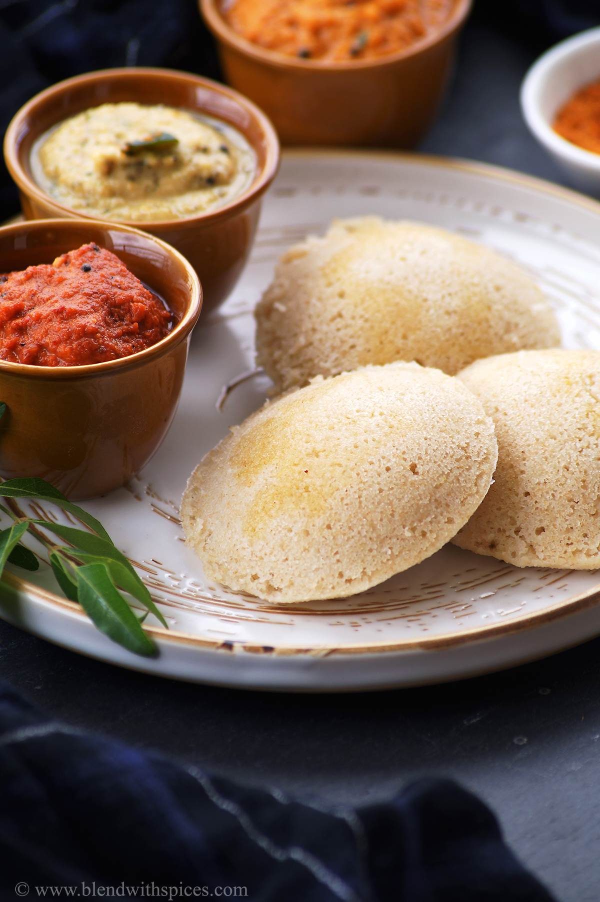 three soft instant oats idli served along with south indian chutneys